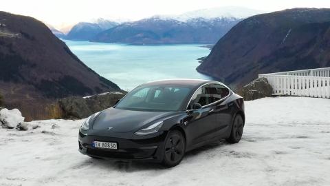 Autosait.ee – Tesla Model 3